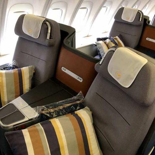 lufthansa business class airplane